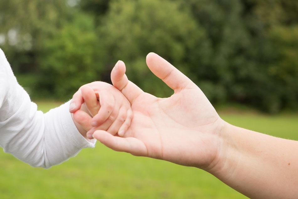 Starke Aussage: Helfende Hände machen Klein und Groß mit halbem Herz, ihre Familien und Geschwisterkinder stärker – helfende Spenden auch. Mehr unter Menüpunkt HILFE/Spenden