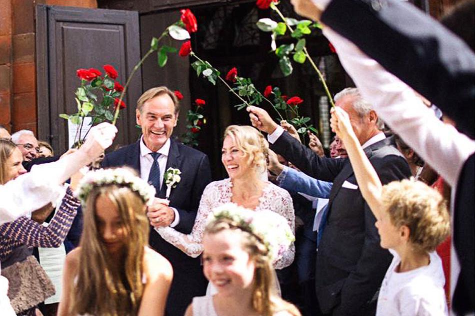 Leipzigs Oberbürgermeister Burkhard Jung und seine Frau Ayleena unterstützen Fontanherzen e. V. – u. a. sammelten sie Spenden bei ihrer Hochzeit 2016. Foto: weddingman.com